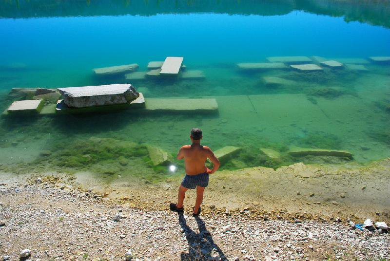 Почему озеро вызывает интерес?
