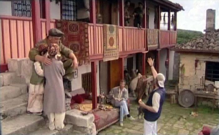 Фасадом гостиницы для журналистов послужил дом известного караимского священнослужителя Абрама Фирковича расположенного на территории Чуфут-Кале.