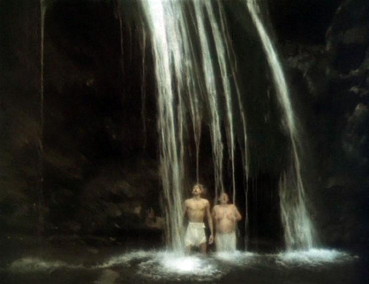 Имитировал душ - водопад Джур-Джур в ущелье Хапхал, что под Генеральским.