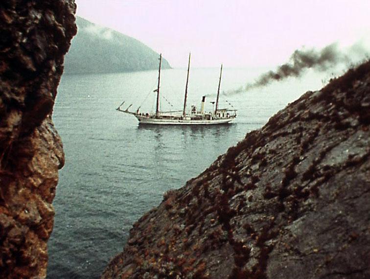 Вид из Лазурной бухты возле лагеря Артек.