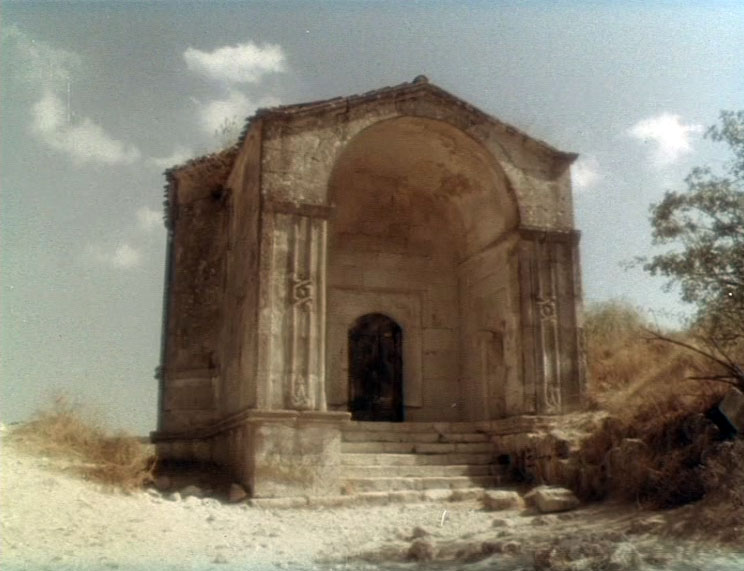 Мавзолей Джанике-ханым на территории крепости Чуфут-Кале.