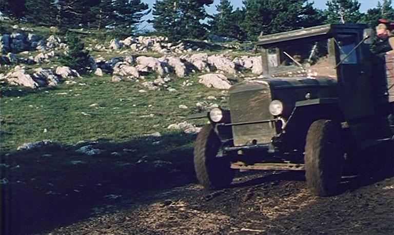 Часть техники арендовали в Крымском клубе старинных автомобилей.