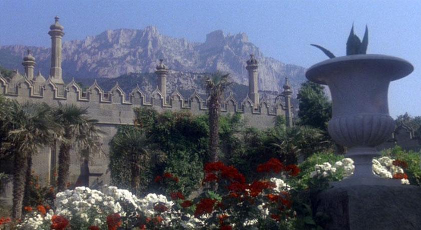 Ну и без Воронцовского дворца в Алупке конечно же не обошлось, с его-то волшебным парком.