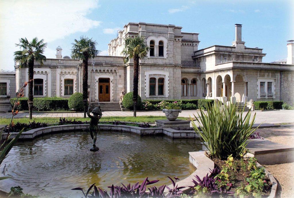 Пальмы перед дворцом