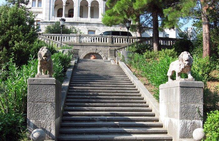 Статуи львов в Юсуповском дворце
