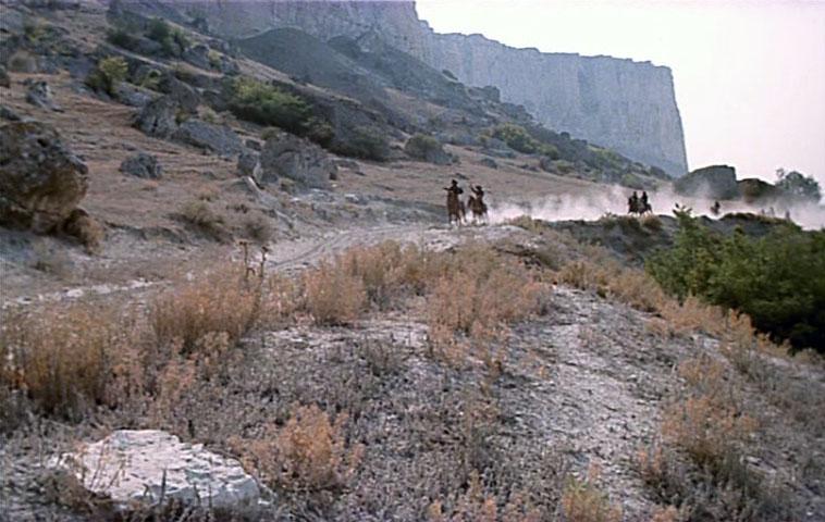 Начинали снимать фильм в окрестностях Ак-Каи. По замыслу режиссёра эти места должны были олицетворять скалы техасских прерий.