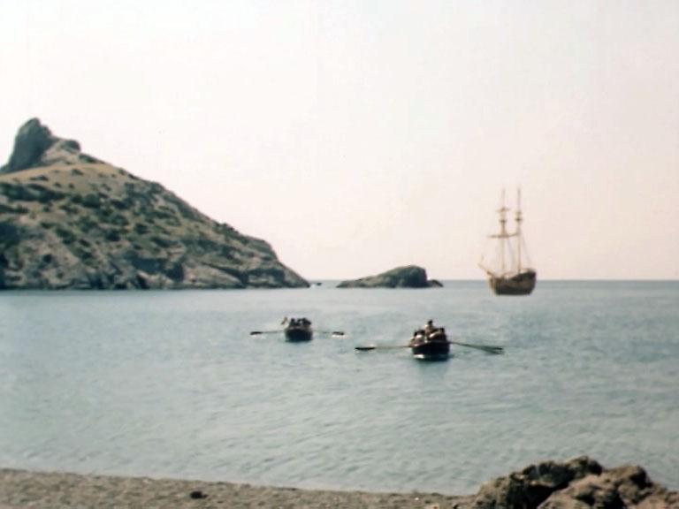 Высадку на остров снимали возле Нового Света. Голубая бухта, Царский пляж.