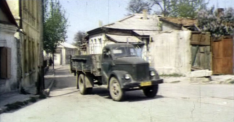 Главные герои проживали в Симферополе на улице Таврической.
