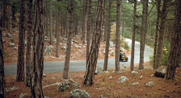 Далее путь наших героев пролегал по живописной дороге, что ведёт от Кореиза вверх, к источнику реки Хаста-Баш. По которой они едут, едут...