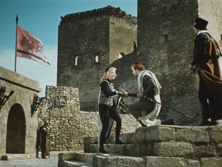 Но часть сцен перепала и Генуэзской крепости в Судаке. Позади комплекс Главных ворот.