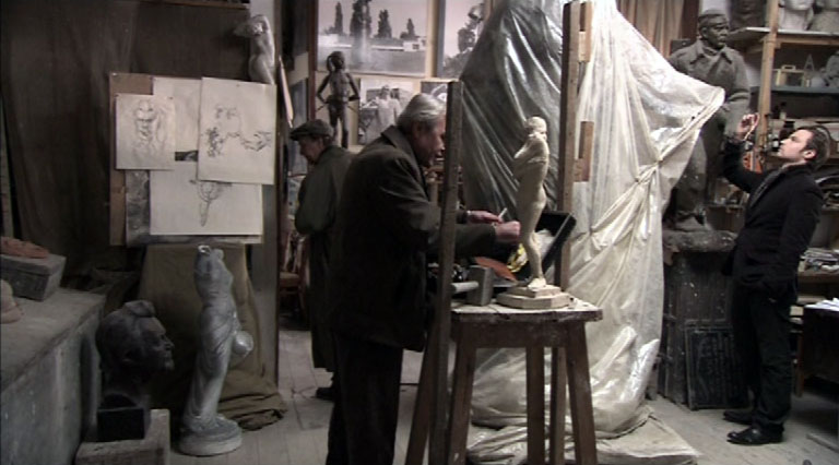 Декорациями дома художника Леви послужила настоящая мастерская севастопольского скульптора Станислава Чижа.