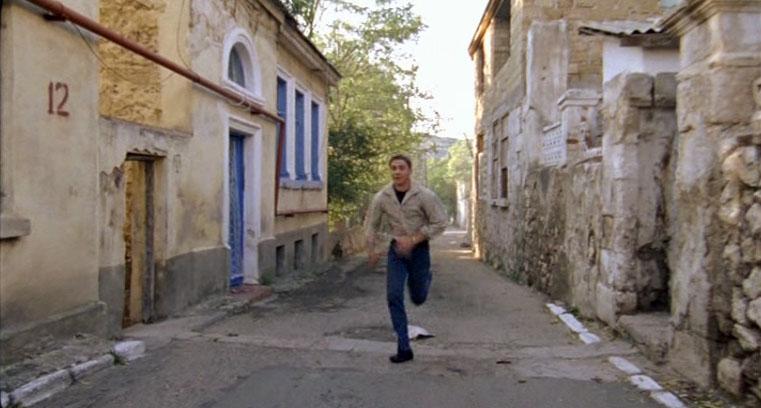 А этот дом номер 12 по улице Кирова просто легендарное место какое-то у киношников.