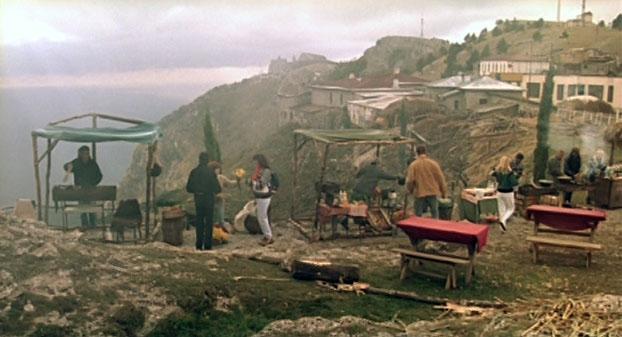 Базарчик, на котором подрабатывала мать Штыря - это настоящий стихийный рынок на Ай-Петринской яйле, между Бахчисарайским шоссе и скалой Шишко.