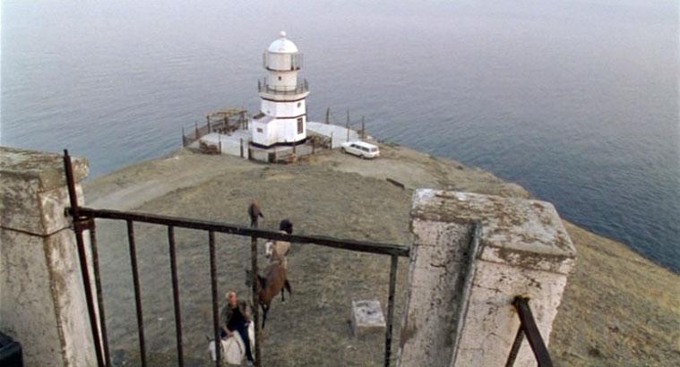 Новый маяк на Меганоме за которым следил Юрий Матеусович. Кадр сделан с развалин старого маяка.