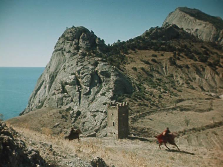 Западные окрестности Генуэзской крепости в Судаке. Портовая башня.