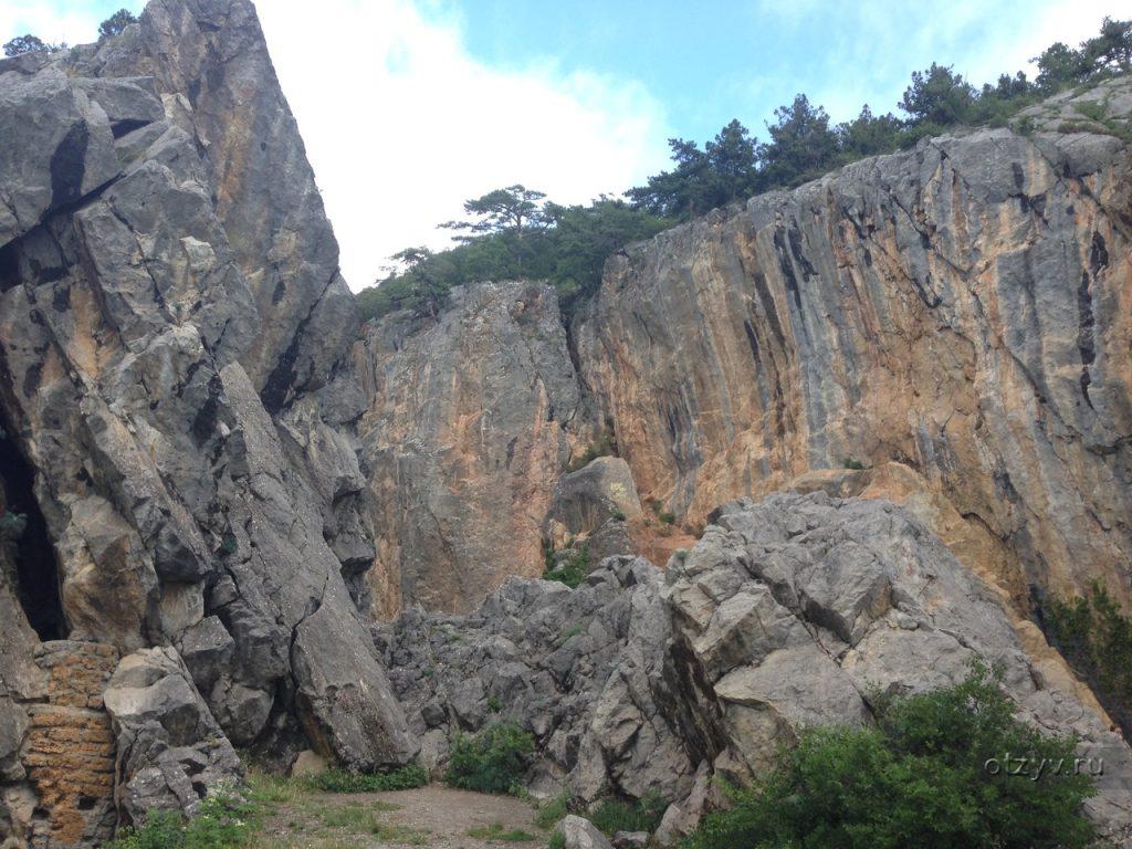 Живописность Аянских скал