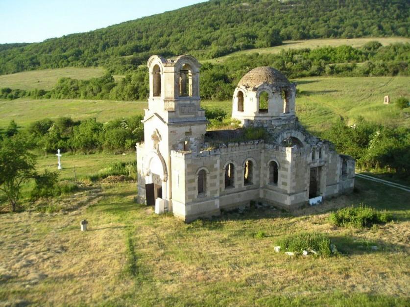 Храм Св. Луки в деревне Лаки.