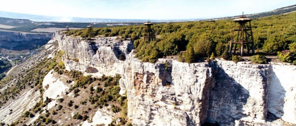 Башни-излучатели на краю долины Биюк-Ашлама