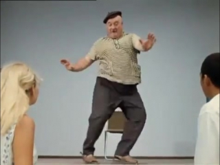 Бывалый показывает, как танцевать твист
