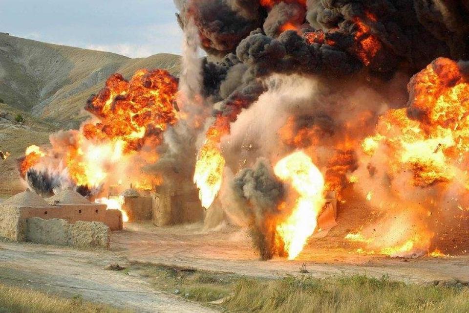 Взрыв кишлака, специально построенного для съемок фильма возле Коктебеля