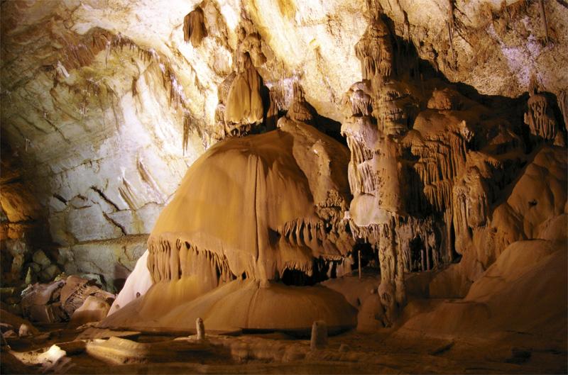 Мраморная пещера. Место съемок некоторых сцен фильма Прячься