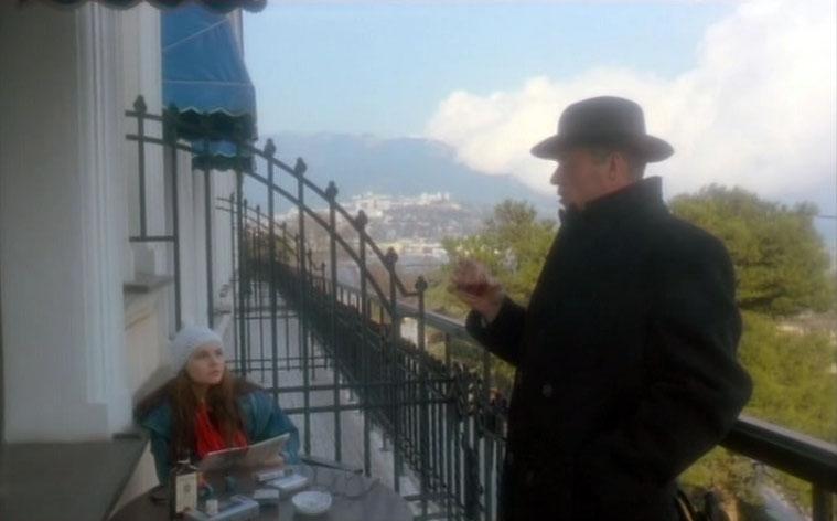 Герои фильма на балконе гостиницы Ореанда