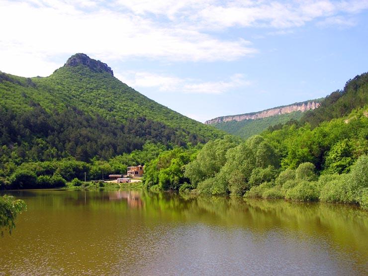 Озеро у Мангуп-кале, где проходили съемки