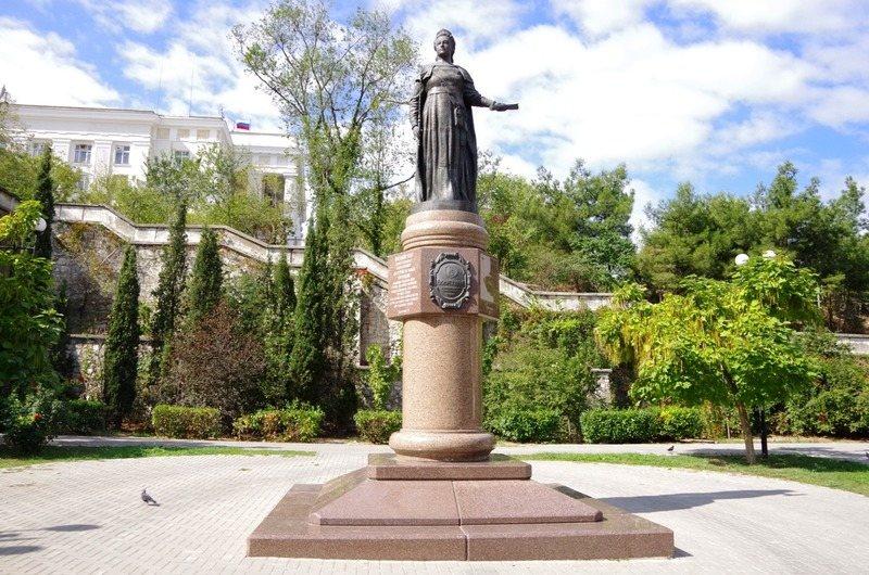 Памятник Екатерине II в Севастополе в честь ее пребывания во время