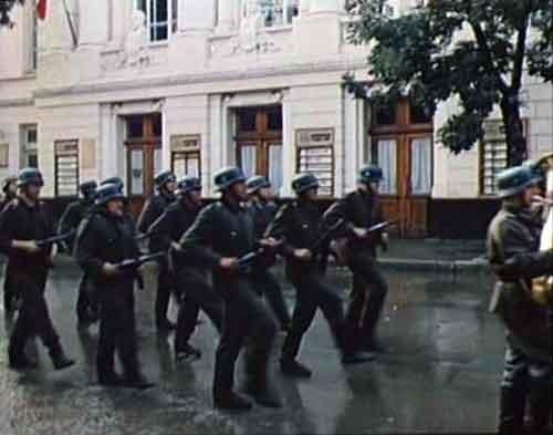 """Курсанты в образе фашистов маршируют по Пушкинской. Съемки фильма """"Они были актерами"""""""