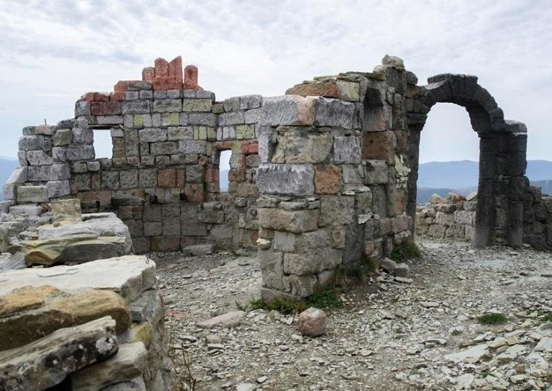 Руины крепости в Геленджике