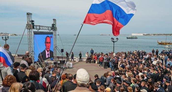 Почему Украина не воюет за Крым: как этот вопрос комментируют представители правительства?