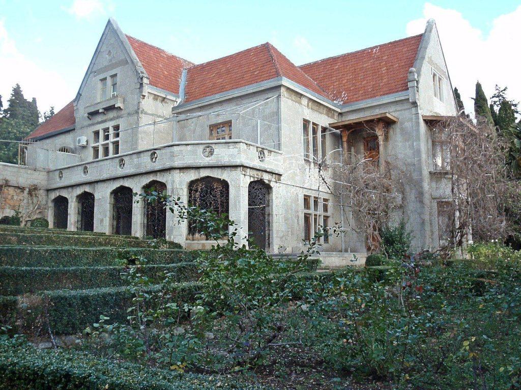 Харакс дворец