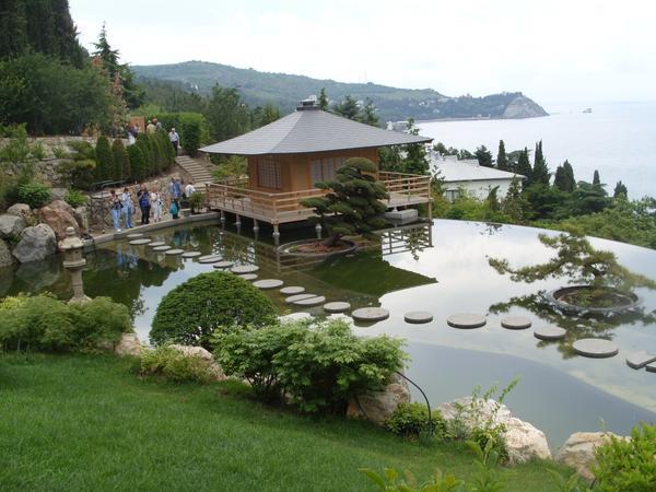 Японский сад – одна из лучших достопримечательностей Крыма